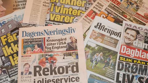 Flet/genbrug med aviser i Plantagehuset